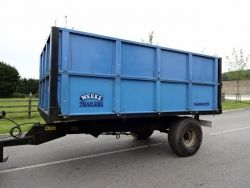 WEEKS SINGLE AXLE TIPPING TRAILER